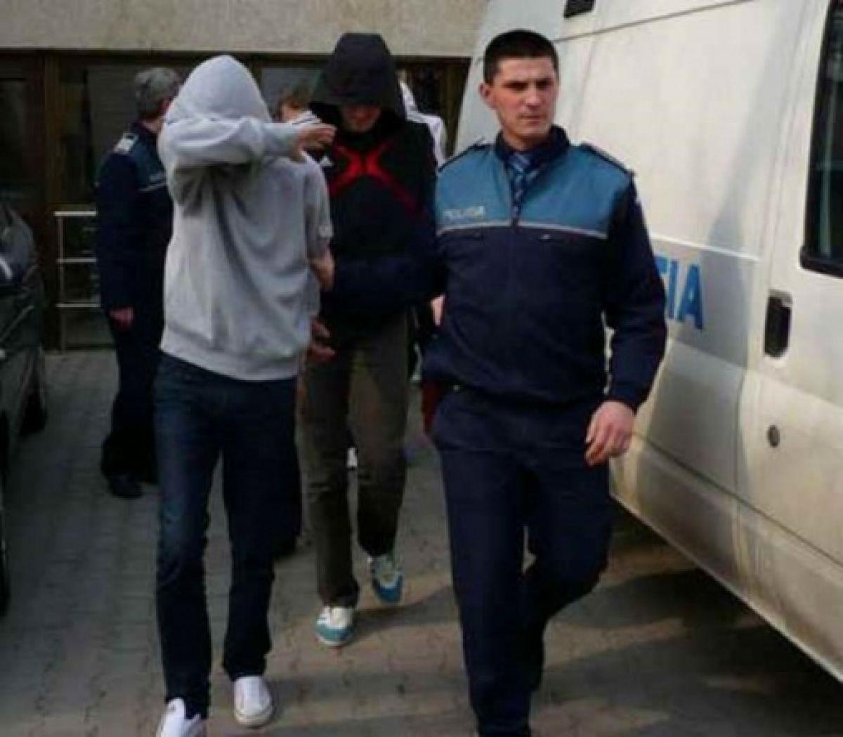 Polițiștii din Gherța au prins mai mulți tineri care goleau casele oșenilor plecați în străinătate
