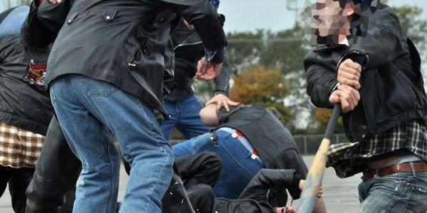 """Un """"smardoi"""" de 20 de ani, a încercat să bată forțele de ordine chemate să îl calmeze"""