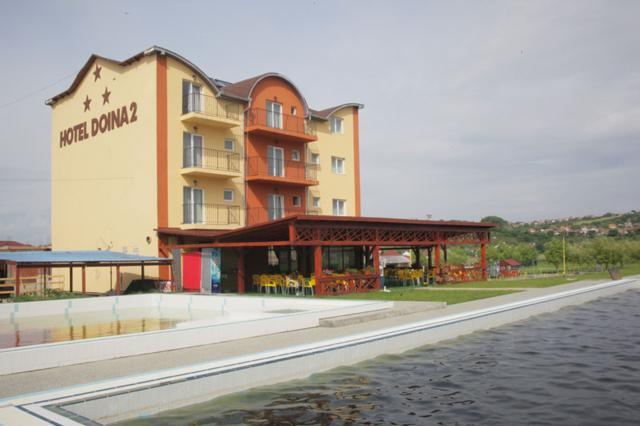 Patronul hotelului Doina, care a căzut de la etajul IV, a decedat