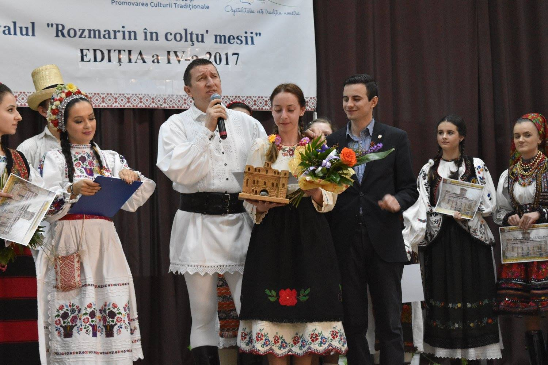 O maramureșeancă, marea câștigătoare a festivalului Rozmarin în colțu' mesii, de la Medieș, ediția 2017