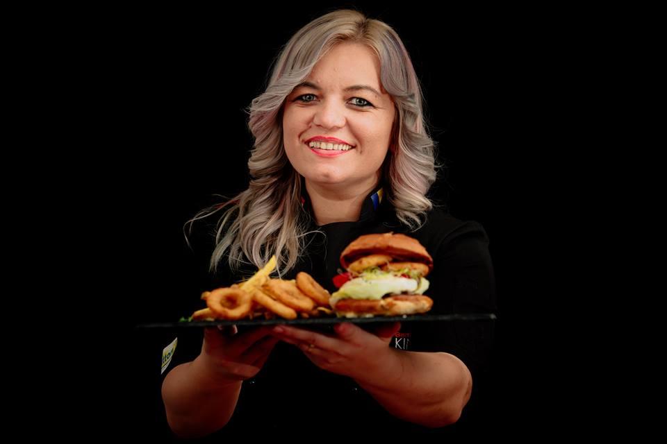 Precis ai mâncat burger de la ei, dar nu știi povestea veselă și amuzantă a firmei Noki Food – cum s-a transformat un dormitor în bucătărie