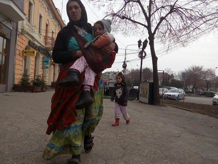 Cerșetorii și boschetarii, în lumea lor prin Satu Mare. Poliția Locală îi amendează dar nu ne scapă de ei