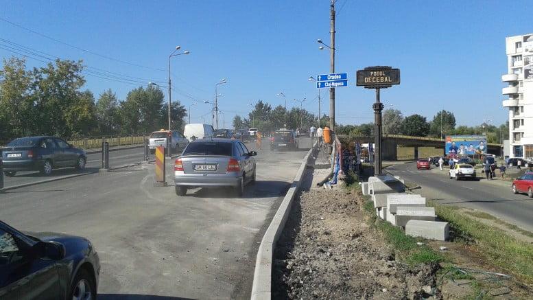 Fisuri apărute în podul Decebal, proaspăt asfaltat. Amenințări pentru firmă din partea primăriei