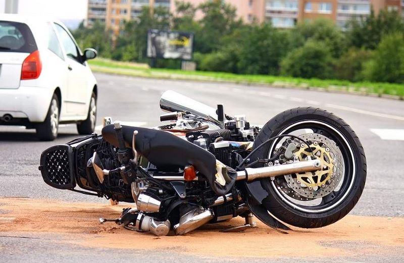 Accident ușor de motocicletă lângă piața mare