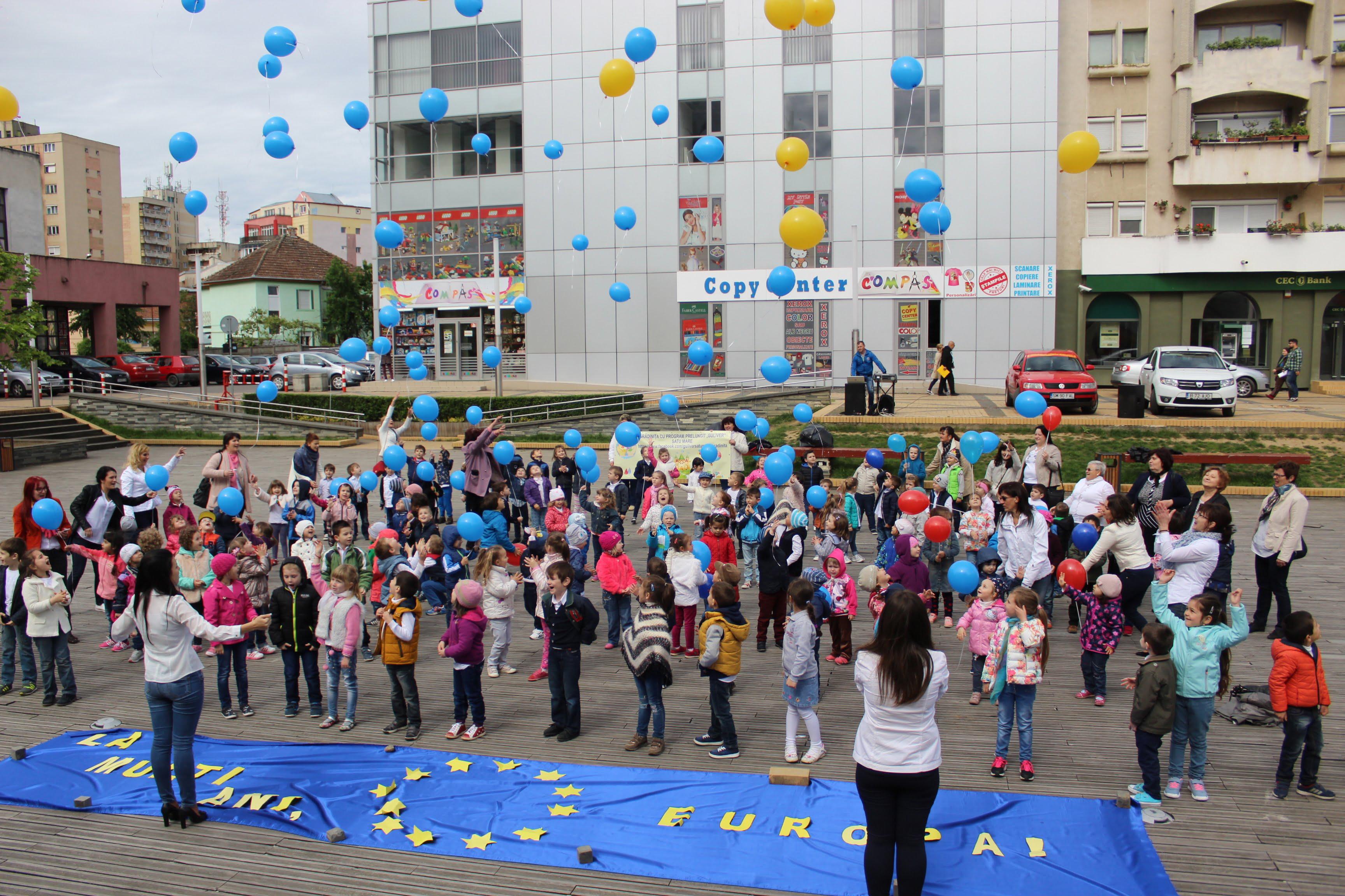 Peste 100 de pitici au marcat Ziua Europei în centrul orașului prin dans și baloane cu heliu – FOTO&VIDEO