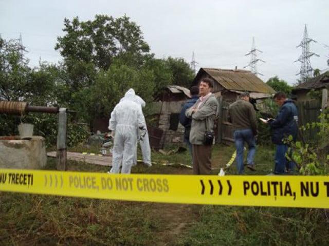 Bătrân găsit mort și mutilat în propria casă. Poliția a deschis anchetă