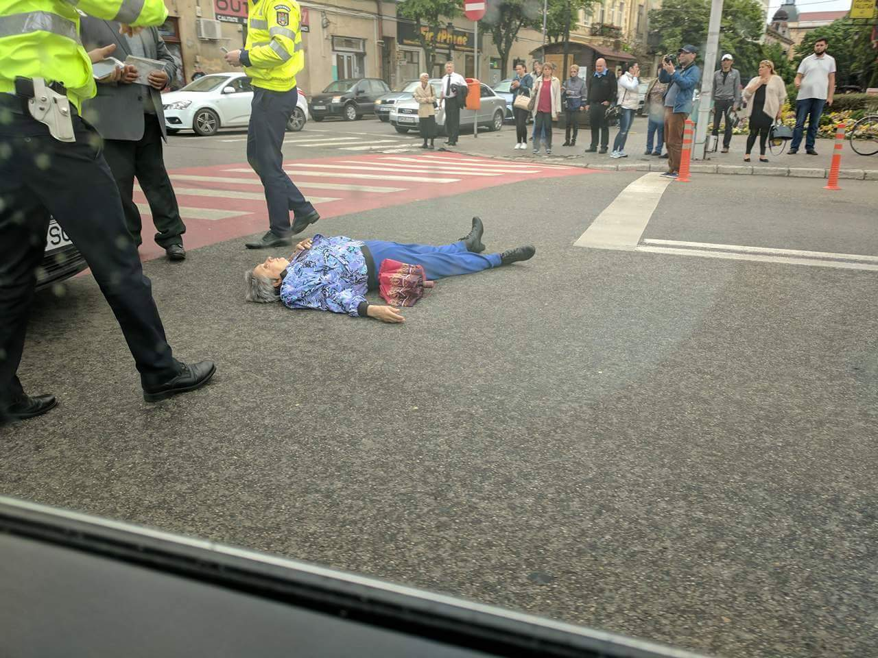 Femeia accidentată pe trecerea de pietoni de la Casa de Modă a scăpat cu câteva răni ușoare