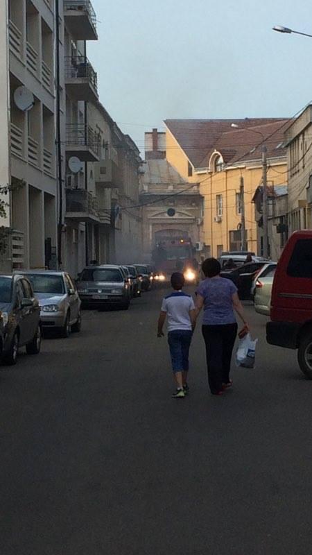 Panică mare pentru puțin fum. Incendiu în centrul orașului
