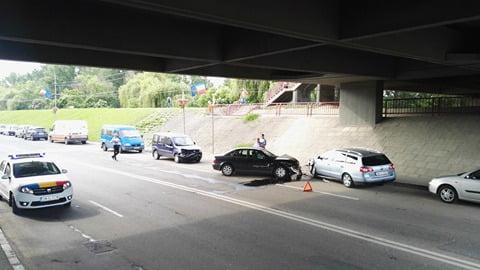 Accident sub podul Golescu! Trei mașini implicate