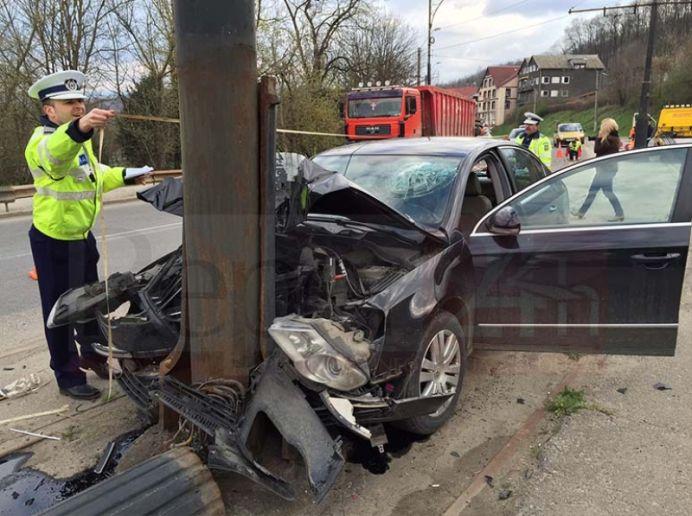 Șoferi amețiți de la alcool, prinși la Tășnad și Carei. Unul s-a oprit într-un stâlp