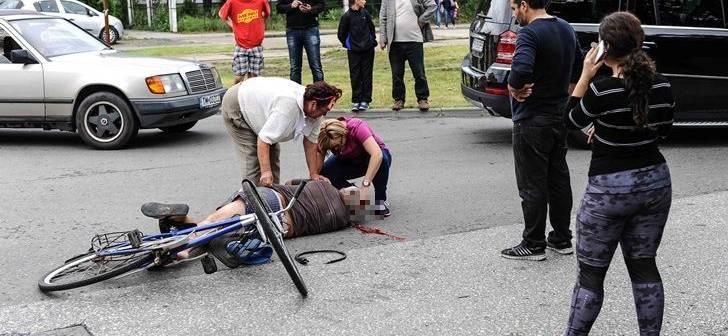 Accident la Carei. O biciclistă a fost accidentată