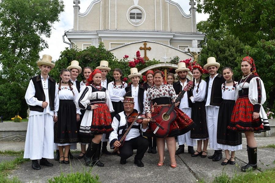 """Danțăușii populari apreciați la """"Festivalului Tradițiilor"""" de la Amați"""