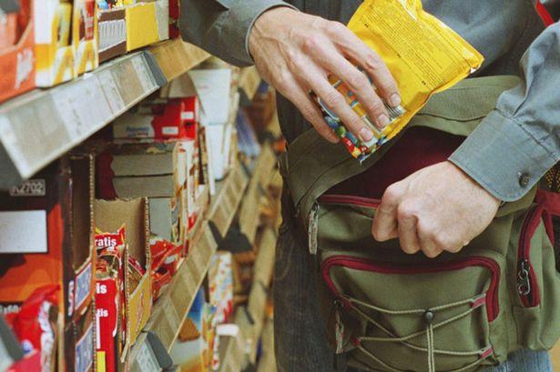 Furt de la clientul unui supermarket din Carei