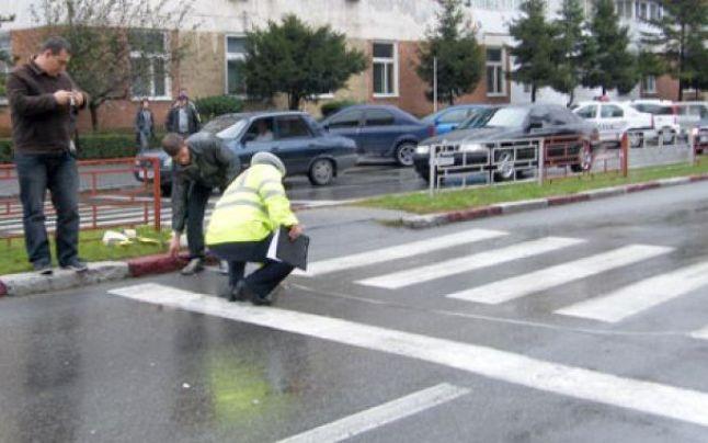 După ce a calcat o femeie, conducătorul auto a modificat starea locului accidentului