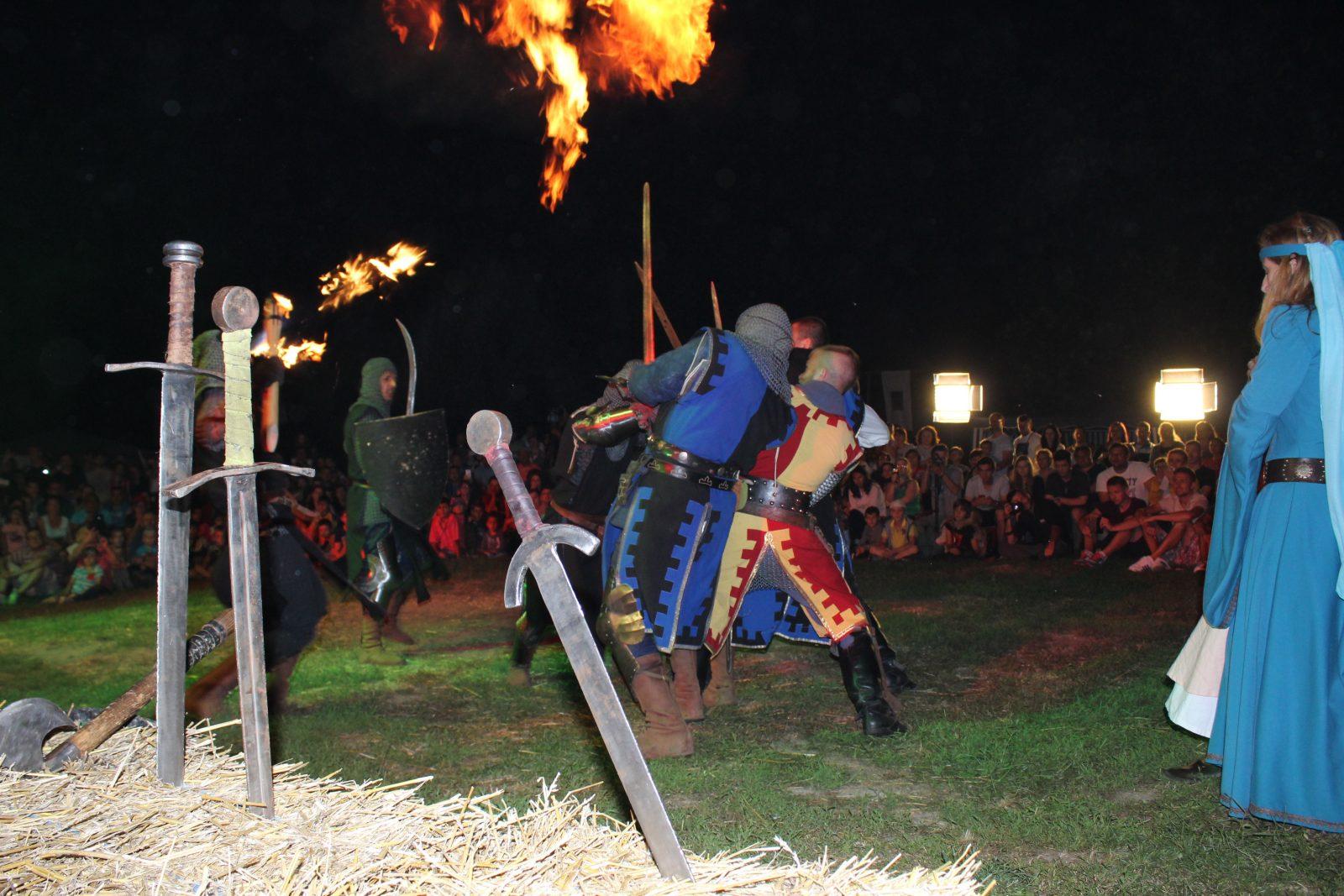 De vineri până duminică cavalerii și prințesele pun stăpânire pe Cetatea Ardudului. Va avea lco MedievArtFest 2017