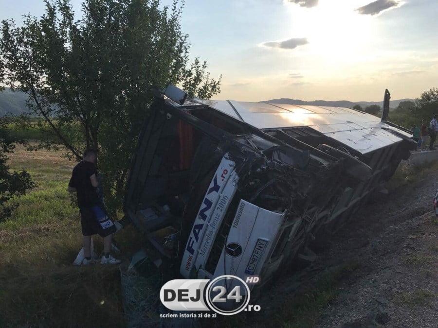 Un autocar Fany pornit din Satu Mare a fost implicat într-un accident lângă DEJ. ISU a activat planul roșu de inervenție