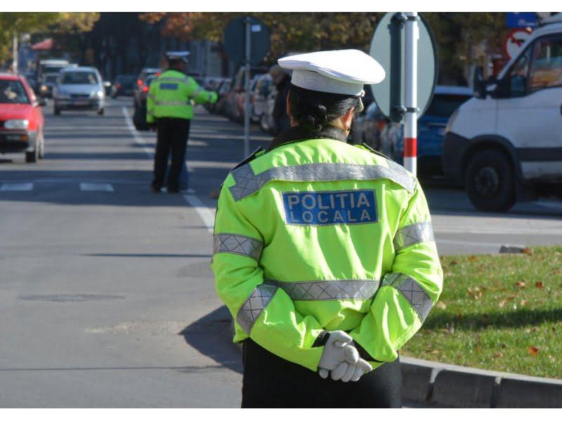 Cerșetorii, norma de amenzi a poliției locale? Nici părinții și copiii din parcuri nu au scăpat fără amendă în iunie
