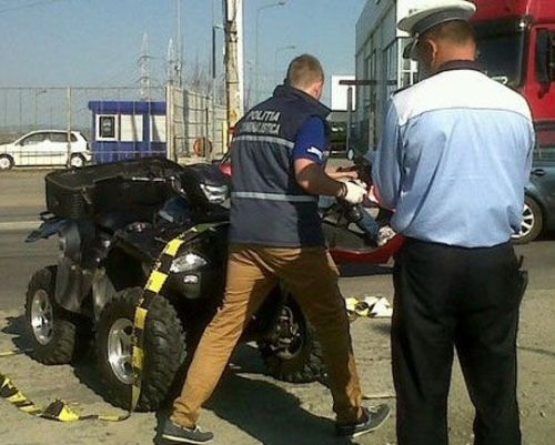 """Un """"zmeu"""" pe ATV, rupt de beat, a ieșit la plimbare prin Ardud…până când l-au prins polițiștii"""