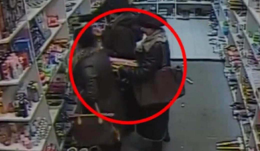 Trei femei au vrut să dea lovitura într-un supermarket. Au fost prinse cu marfă de peste 800 lei asupra lor