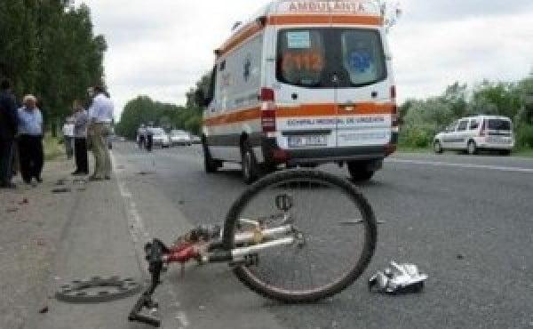 Doi copii pe biciclete au fost accidentați de un șofer care mai apoi a fugit de la locul accidentului