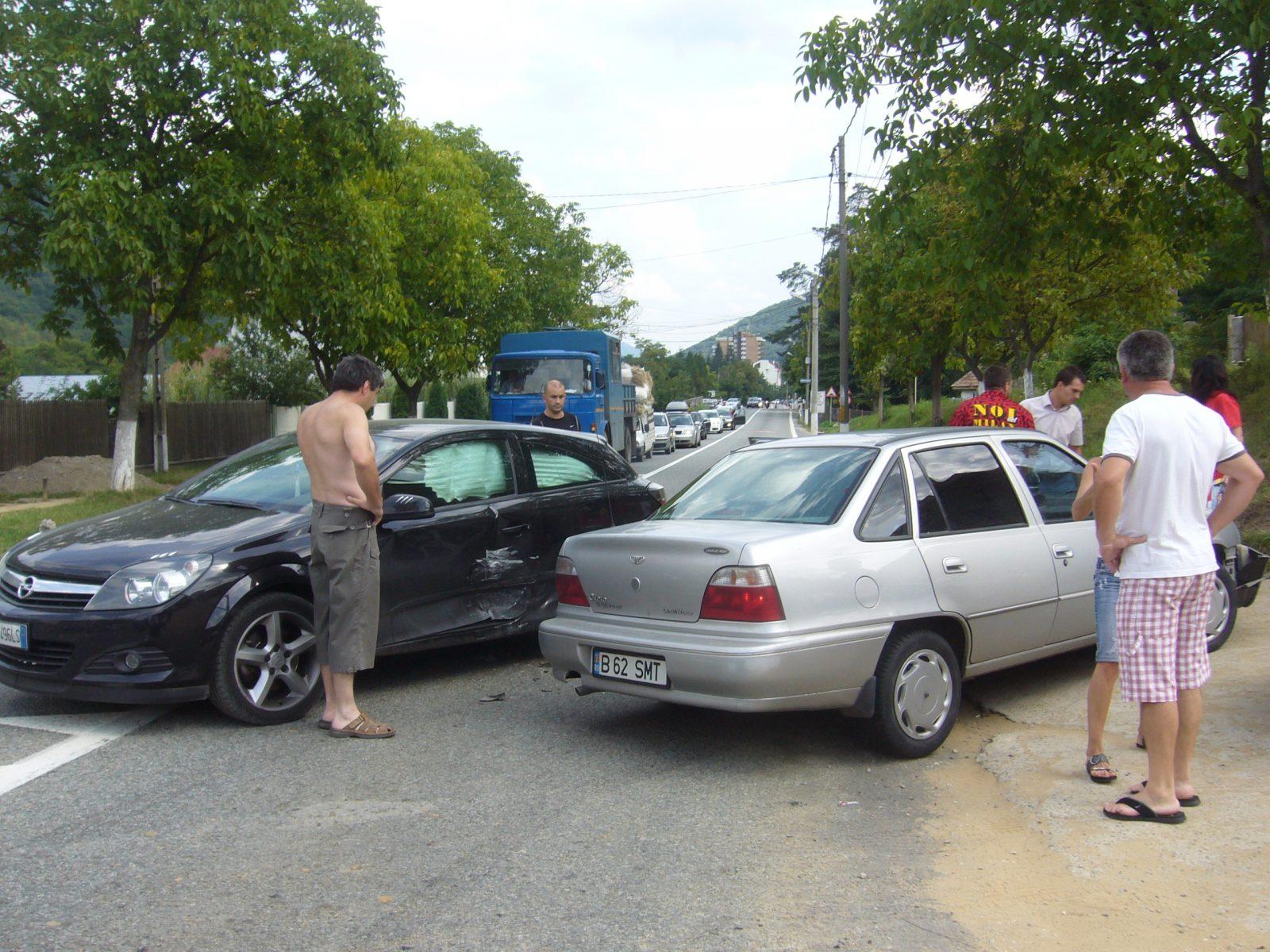 Un bărbat din Tașnad a provocat un accident pe strada Anton Pann