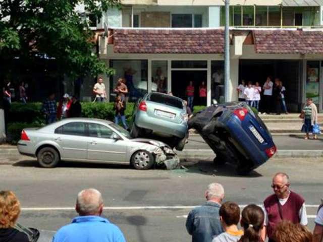 Accident pe Rodnei! Nu a respectat indicatorul și a provocat un accident