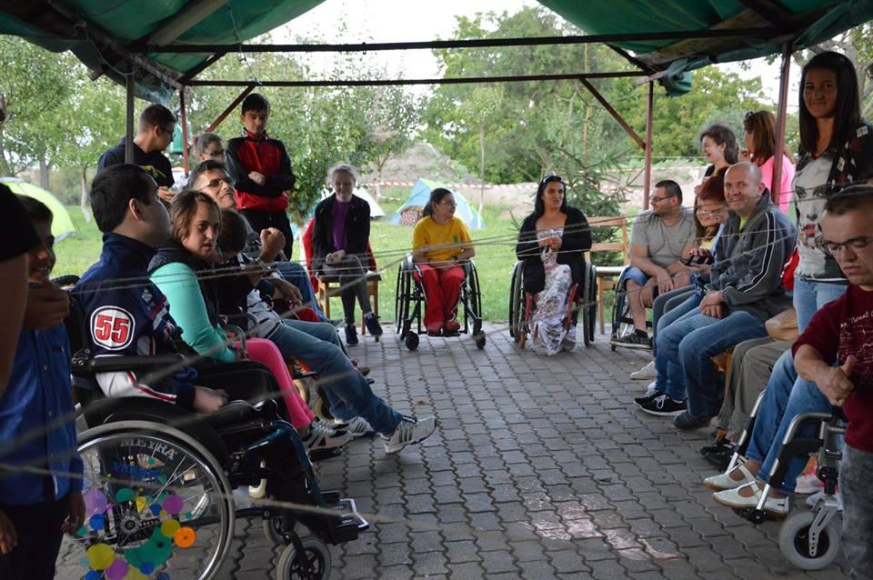 Zeci de tineri au participat la tabăra de creație pentru persoane cu dizabilități de la Bobald, organizată de Asociația Werdnig Hoffman Carei