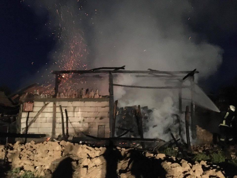 Pagubă imensă pentru un fermier din Poiana Codrului. A pierdut în incendiu toată munca de peste vară