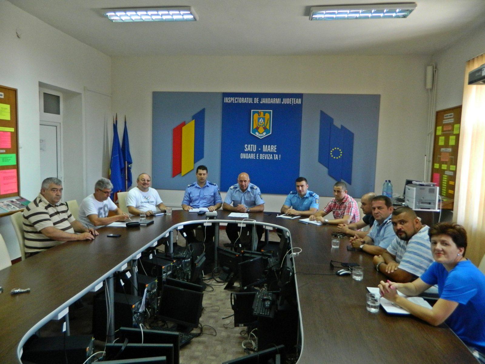 Intâlnire intre jandarmi si reprezentanţii cluburilor sportive din Satu Mare