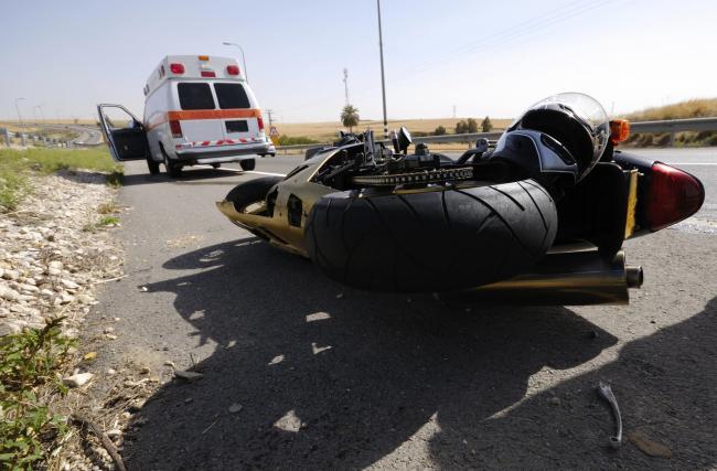 Două accident rutiere cu motocicliști implicați, în aceeași zi. Unul nu avea permis și era și beat