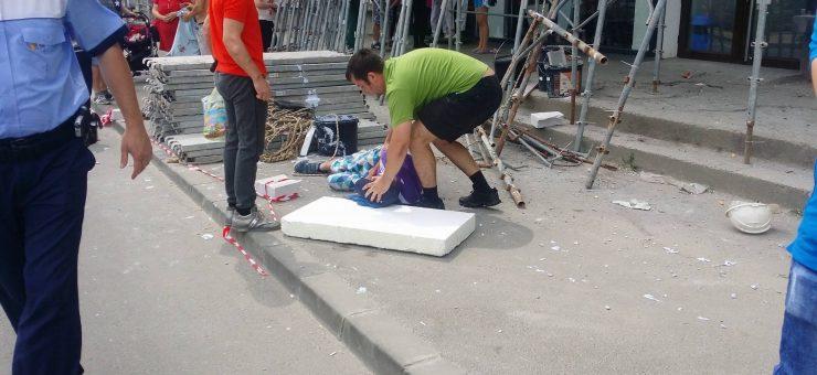 Un bărbat care a picat de pe scară a ajuns la spital la Baia Mare