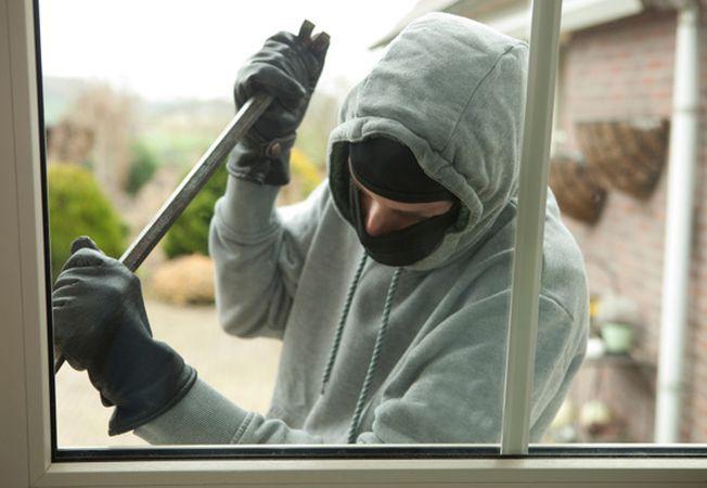 Bărbat identificat pentru comiterea a cinci furturi din locuințe