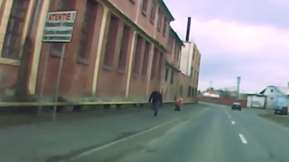 Tâlhărie la doi pași de centrul orașului. Trei persoane au lăsat un bărbat fără o borsetă