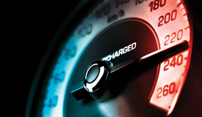 Șoferii care au apăsat prea tare pedala de accelerație au rămas fără permise