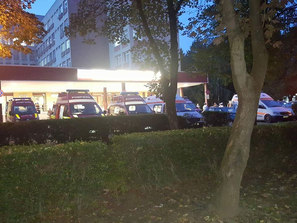 Ambulanțele au făcut coadă la UPU după accidentul în care a fost implicat un autocar plin cu turiști sârbi