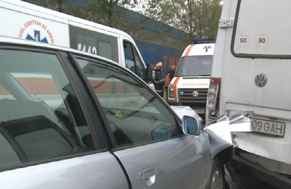Accident pe Lucian Blaga. Două persoane au fost rănite