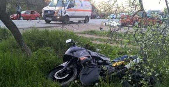 Un motociclist s-a autoaccidentat după ce a luat o curbă cu viteză prea mare și a ajuns în șanț
