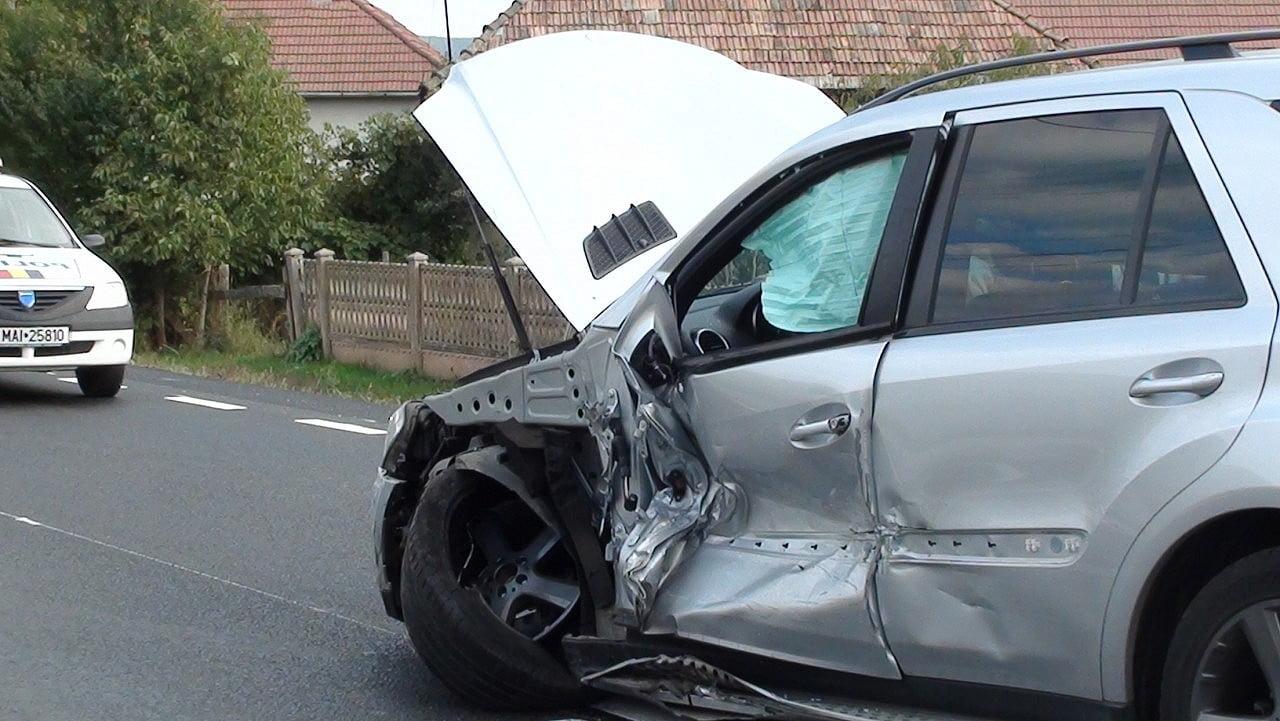 Un moldovean a accidentat o mașină și un pieton în localitatea Petin