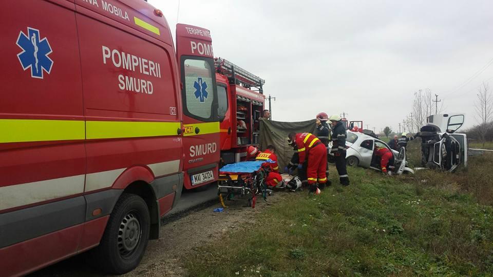Accident grav între Odoreu și Băbășești. Un microbuz s-a răsturnat în șanț