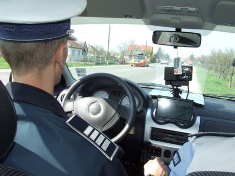 Opt șoferi au rămas fără permis după ce au fost prinși de radar în localitate chiar și cu 169km/h