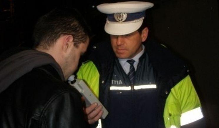 Șofer beat mangă oprit de poliție într-o intersecție. A doua oprire a fost direct la spital