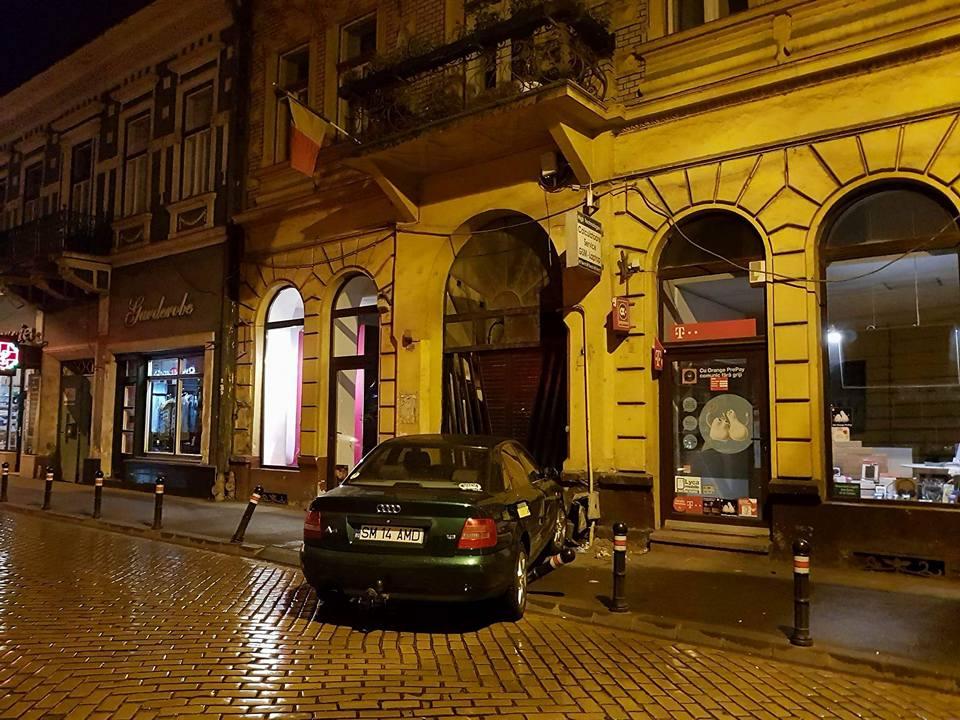 Accident pe strada Ștefan cel Mare, noaptea trecută. Strada a fost închisă, existând pericol de explozie