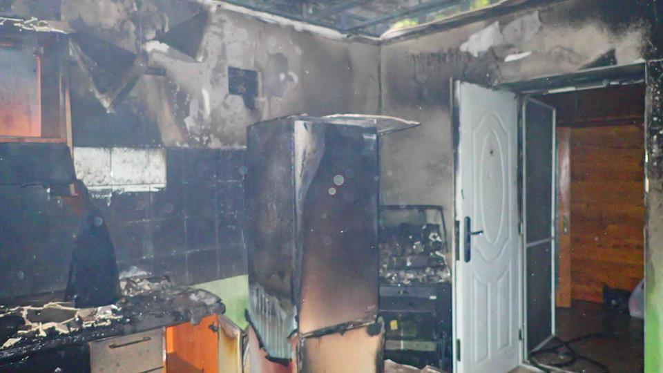 O casă din municipiul Satu Mare a fost făcută scrum în urma unui incendiu pornit de la o priză