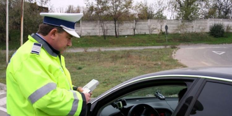 Șoferi vitezomani, cu viteze de curse, lăsați fără permis de poliția rutieră