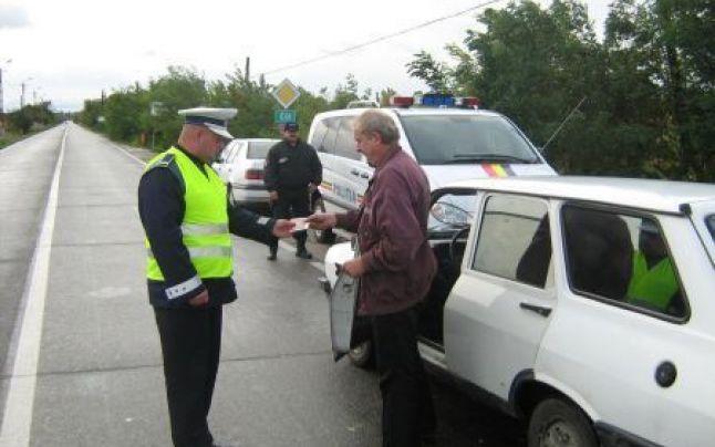 Peste 300 de șoferi au fost amendați de polițiști în acest weekend prelungit. 11 din ei au rămas fără permis pentru viteză