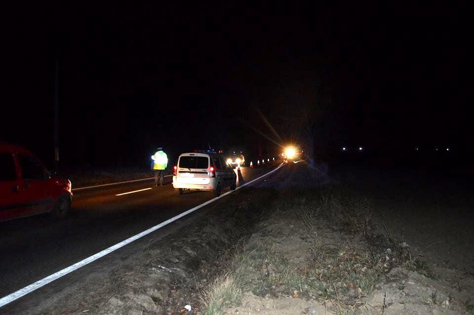 Un bărbat care se plimba neregulamentar pe marginea drumului a fost accidentat în Ciuperceni