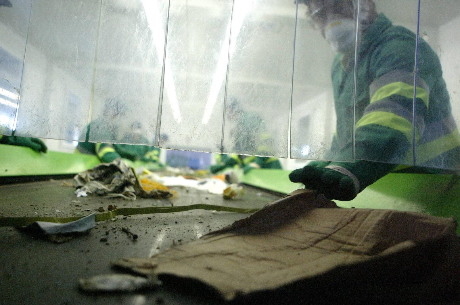 Un angajat Florisal i-a restituit actele femeii prădate în Micro 15. Le-a găsit în gunoi, la piață