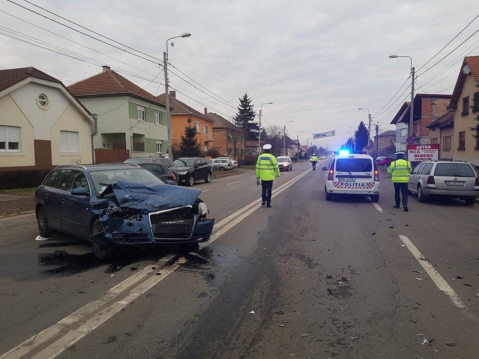 Accident devastator pe Bulevardul Aurel Vlaicu. Două mașini au ajuns mormane de fier vechi