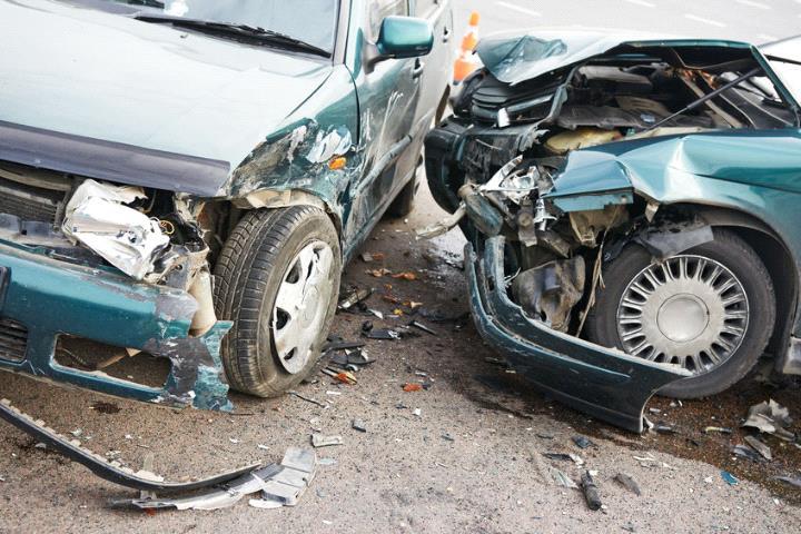 Polițiștii din Gherta au avut de-a face cu un șofer beat care a produs un accident