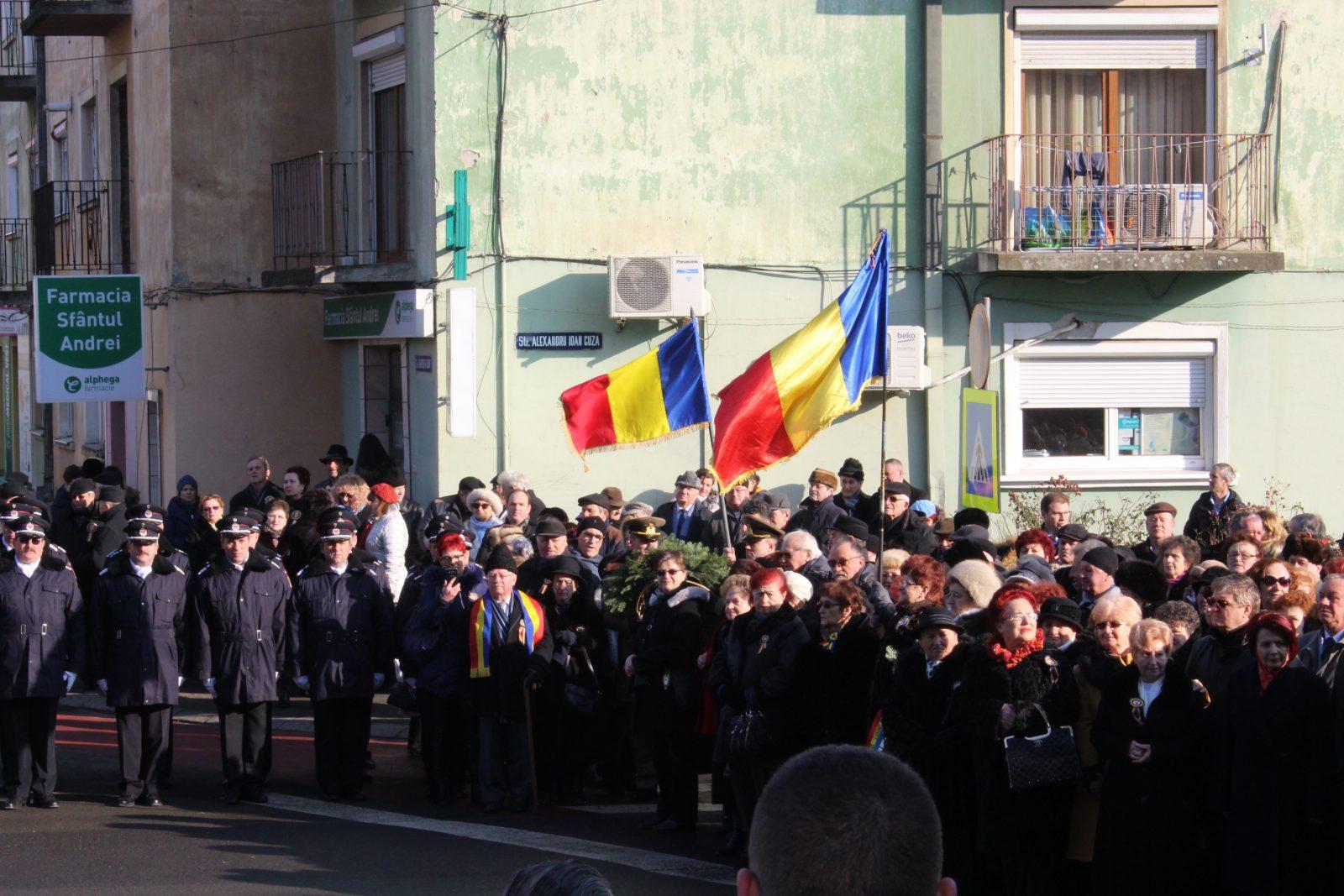 FOTO&VIDEO   De Mica Unire s-a format una dintre cele mai hore din Satu Mare, în fața statuii lui Alexandru Ioan Cuza
